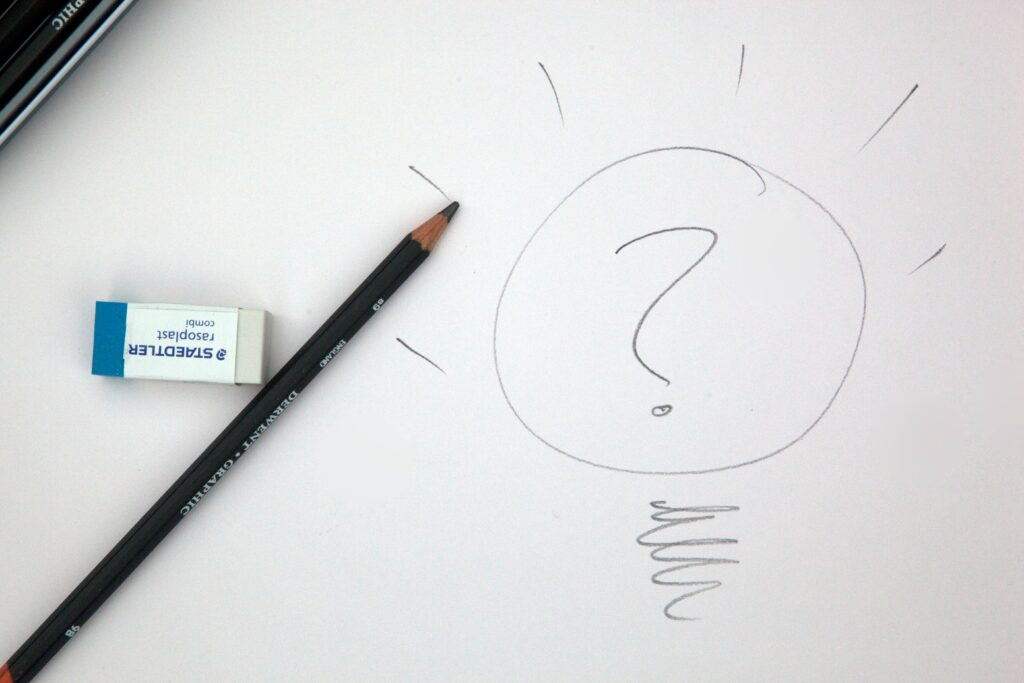 アイデアを鉛筆で書く